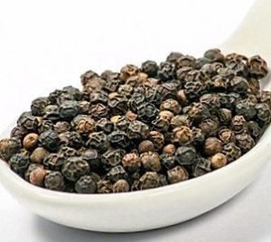 black-peppercorns-in-spoon-1625220-639x426 (600 x 400)